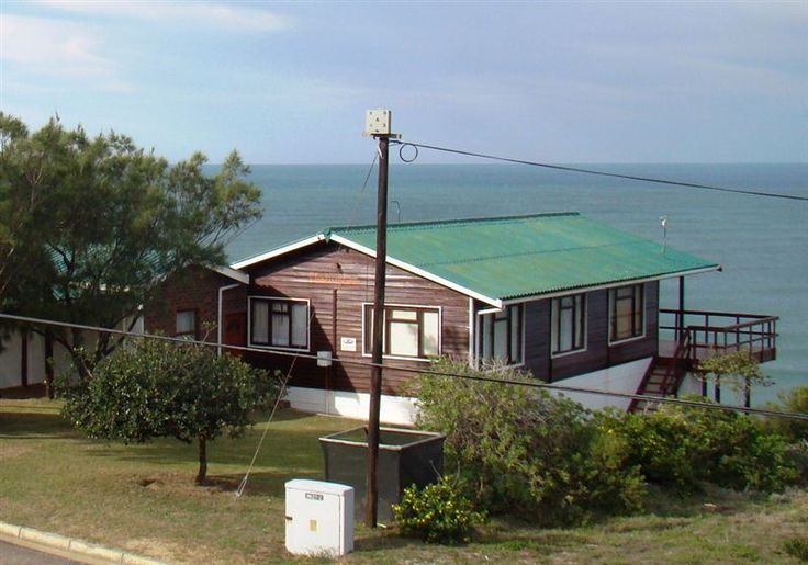 Plankiesplesier - Plankiesplesier is a beachfront holiday cottage right on the sea edge at Dana Bay near Mossel Bay.  With its 180-degree view of the Indian Ocean and Vleesbaai, it offers one of the best ocean views.   The ... #weekendgetaways #danabay #southafrica