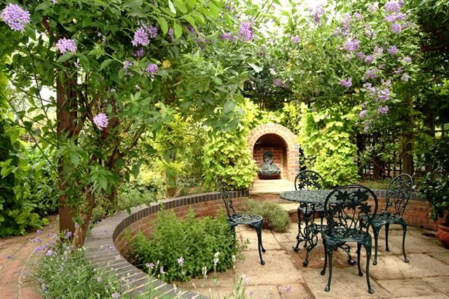 Beautiful sunken patio area with delightful planting. A lovely place to relax.