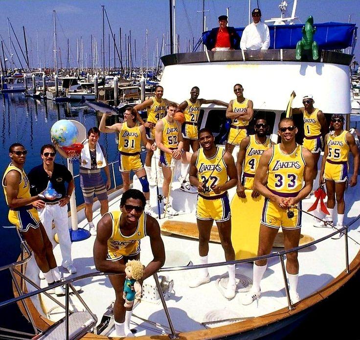 Squad!!! Lakers NBA FlashbackFriday 🤙🏾🏀 Showtime
