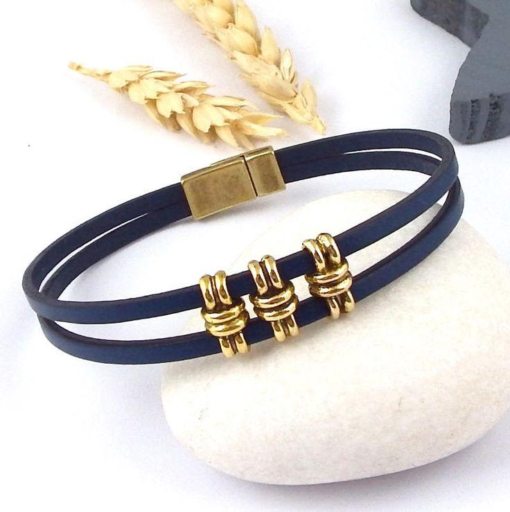 bracelet cuir bleu marine avec perles et fermoir bronze de la boutique Perlesetcuir sur Etsy
