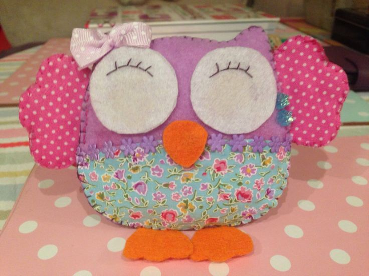 Classy Craftings first attempt at felt owls. How cute is she???  www.classycrafting.com