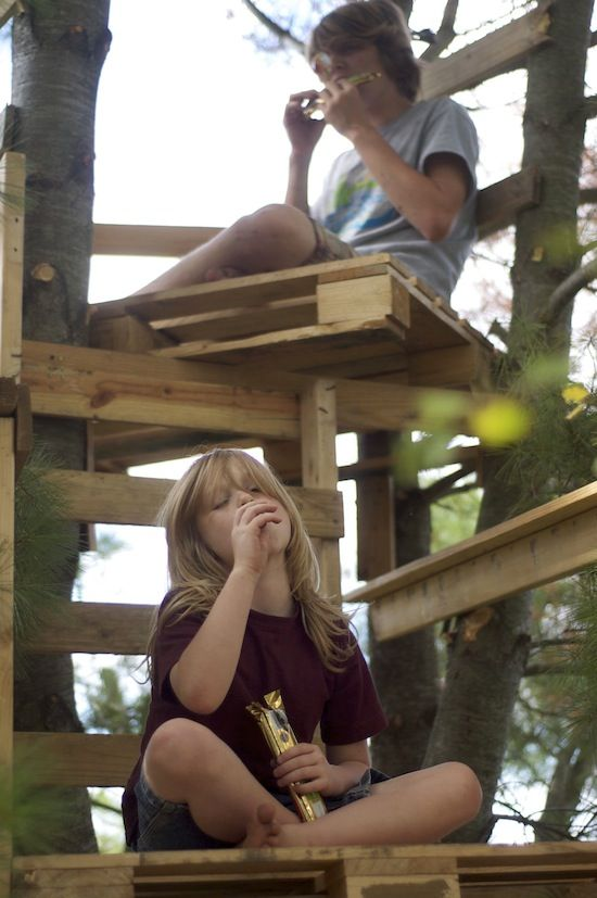 Tree fort made of pallets- remember our tree houses that were just pallets @Jessie Warren