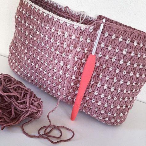 #virka #virkning #virktokig #crochetpurse #handmade #crochet #crochetaddict #crochetlover #crocheting #crocheted #purse #toiletbag #instacrochet #yarn #crochetbag #yarnaddict #diy #crochetersofinstagram #craftastherapy #ganchillo #ilovecrochet #hekling #hækling #haken #hekle #haekle #häkeln #uncinetto #craft #craft