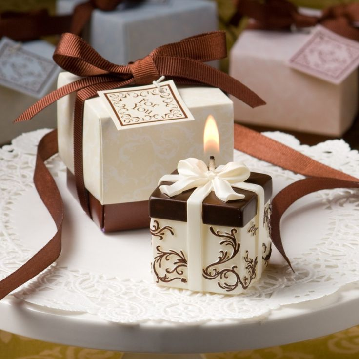 Ivory and Brown Gift Box Candle | #exclusivelyweddings | #brownwedding