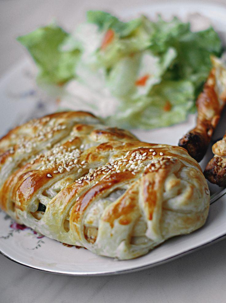 kurczak w cieście francuskim z serem Lazur i cukinią