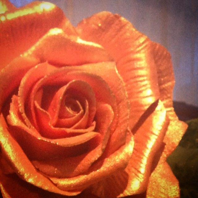 """""""Rose laget av blomsterpasta #sugerflower #handmade #rose #kakepynt #søtesaker #vinnsøtesaker #blomsterpasta"""""""