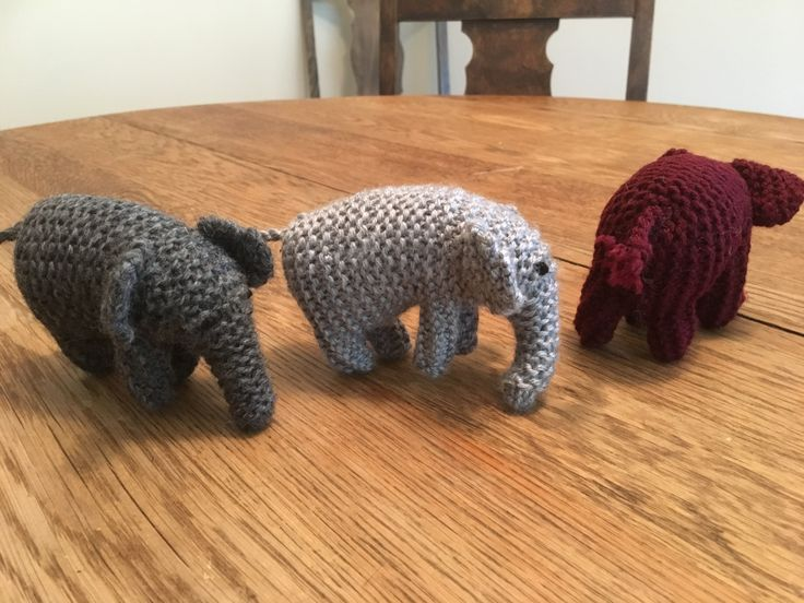Tiny elephants. Pattern on philacraft.blogspot.ca
