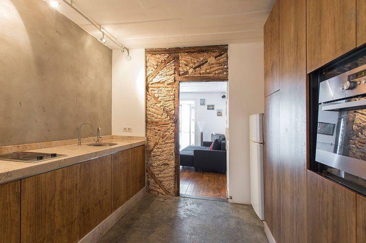 Veja este anúncio incrível na Airbnb: Lisbon Bairro Alto Vintage - Apartamentos para Alugar
