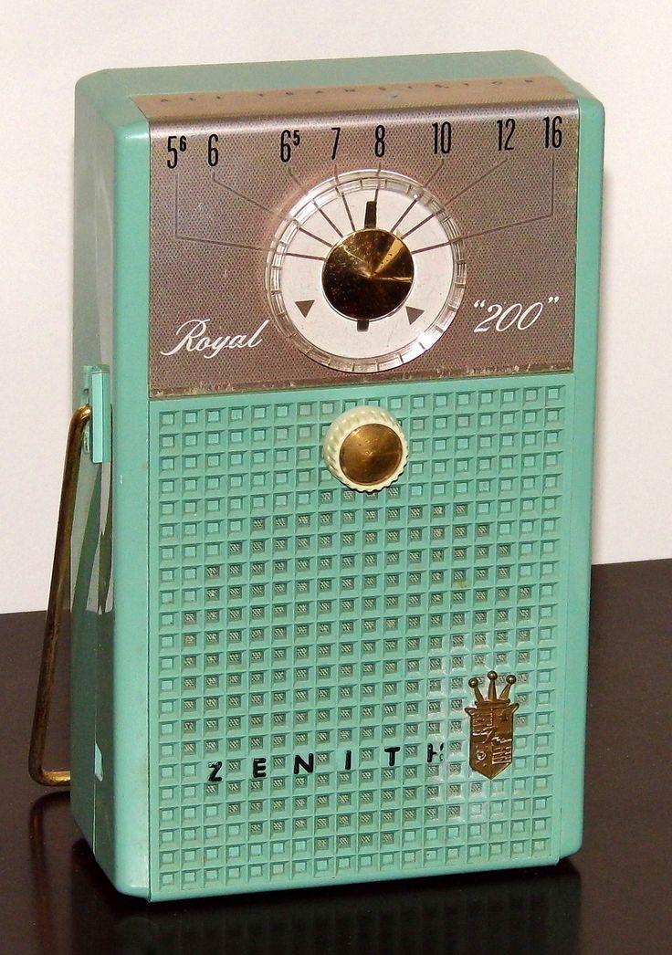 https://flic.kr/p/UhHuFJ | Vintage Zenith Royal 200 Transistor Radio, Chassis 7AT48Z2, AM Band, 7 Transistors, Made In USA, Circa 1958