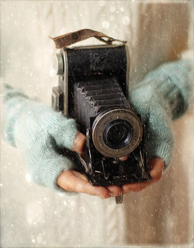 love the blue gloves and  the old camera