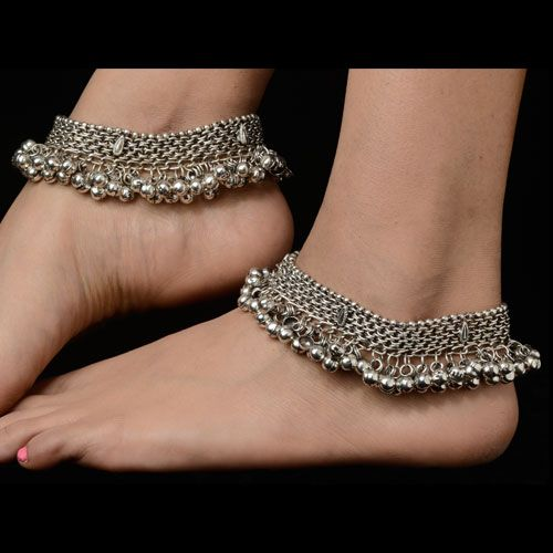 Unique silver plated anklets for women. Matching dresses, sari or for more variety visit kaneesha.com #ArtificialDesignerAnklets #BuyAnkletsForWomen