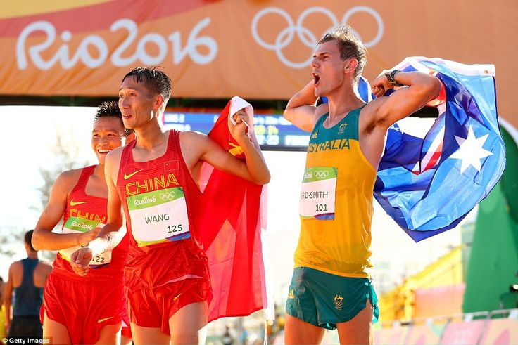 Zhen Wang, Kina guld 1.19.14, silver Zelin Cai, Kina 1.19.26, brons Dane Bird-Smith, Australien 1.19.37 på herrarnas 20 km gång.