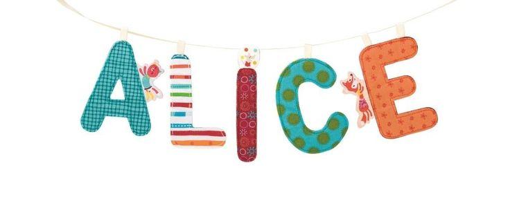Lilliputiens Stoffen Letters Versier je kamer met je voornaam, een berichtje of een wens met deze kleurrijke letters van het alfabet. Kijk, op elke klinker staat een Lilliputiens-vriendje! En om je letterreeks nog mooier te mak