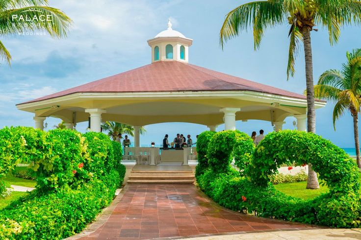 There is nothing as magical as a destination wedding in a luxurious and tropical paradise   Moon Palace Jamaica Grande in Ocho Rios, Jamaica