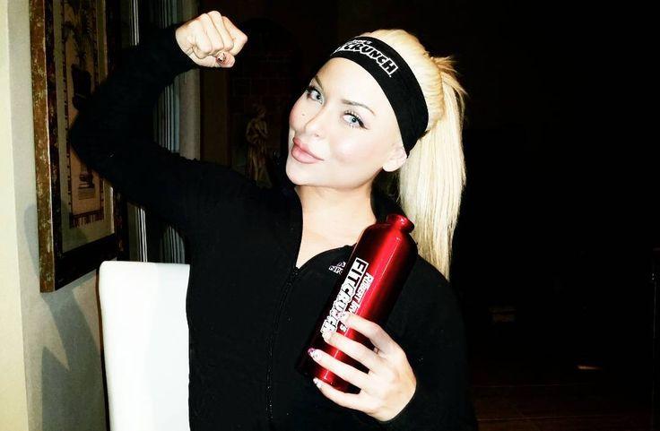 Late night grind and swag by @fitcrunchbars. Happy Saturday y'all.  #teamfitcrunch #fitcrunchbars #fitcrunchbar #Fitelitebars #fitelite #robertirvine #npc #ifbb #npcbikini #bodybuilding #muscle #physique #healthy #protein #fitfam #contestprep #girlswithmuscle #girlswithabs #lovefl #latergram #motivation #inspiration #fitnessaddict #instagood #latepost by arlenemfit