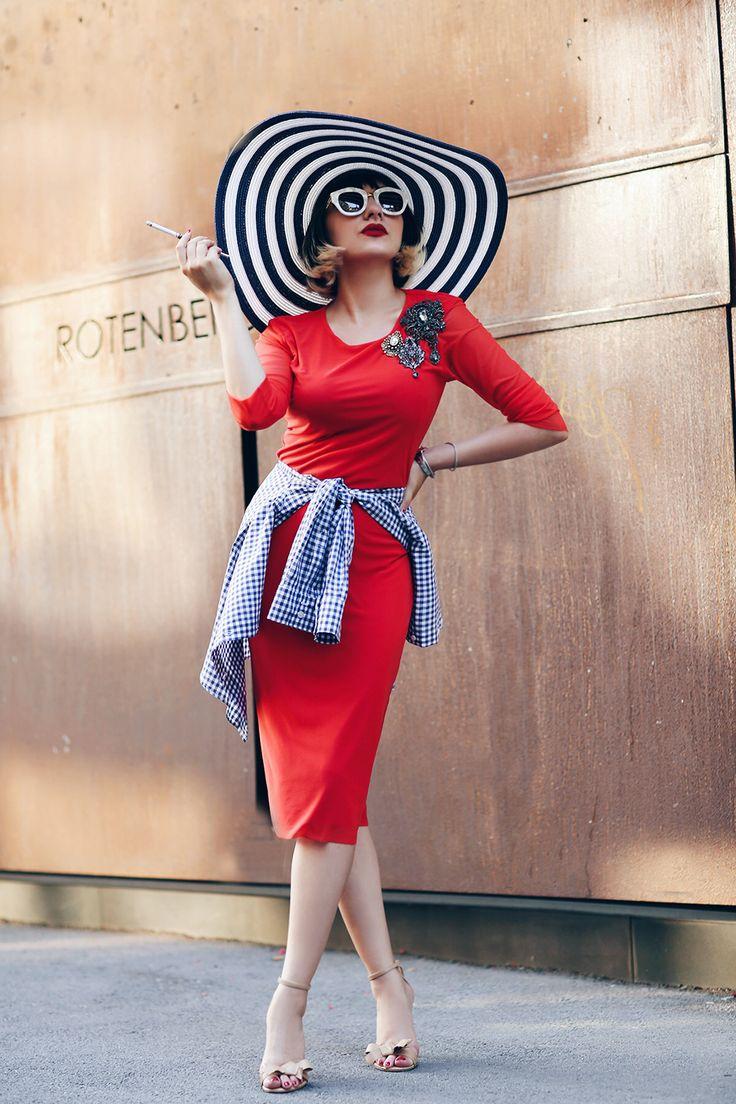 Stylish contess Ana Morodan looks amazing in Lure www.lurestore.eu #AnaMorodan #fashionblogger #tulledress #streetstyle