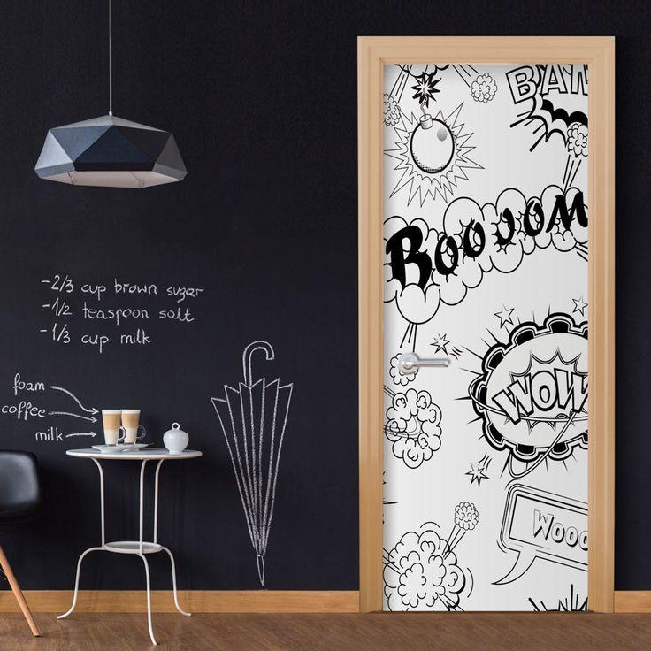 Czarno-biała tapeta z komiksowym wzorem na drzwi do pokoju nastolatka