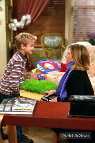 """""""Friends"""" Cole Sprouse and Jennifer Aniston"""
