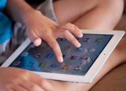 Barn lär sig skriva och läsa snabbare med IT-undervisning