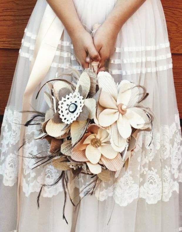 ChocolatUne composition en papier qui ira parfaitement avec une robe ivoire.