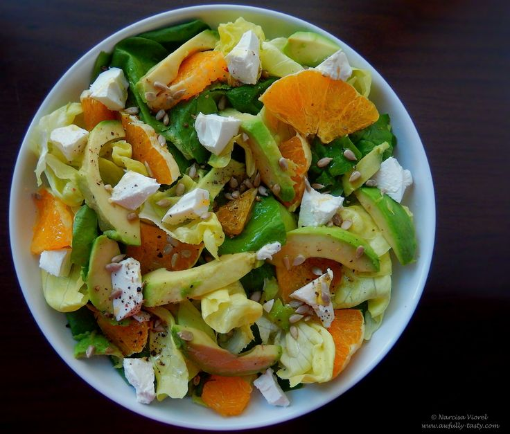 Salata cu spanac, feta si portocala.   Spinach, feta cheese and orange salad.