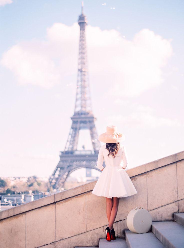 A day in Paris: Trousseau & Co. Hatbox, Meryl Suissa Gown, Le Secret de Audrey Photo #paris #hatbox