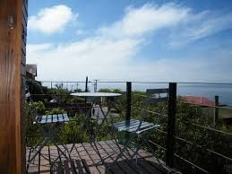 Cielo, mar y poesía en balcón de habitación Forster, en el segundo piso de Patio Ferreiro B&B Cartagena, Chile.