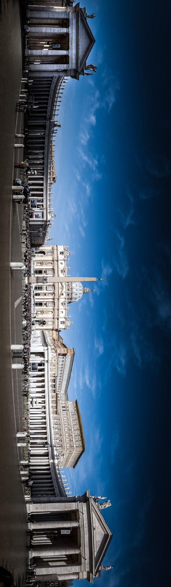 Vista panorámica del Vaticano con la plaza de San Pedro, Roma Italia.