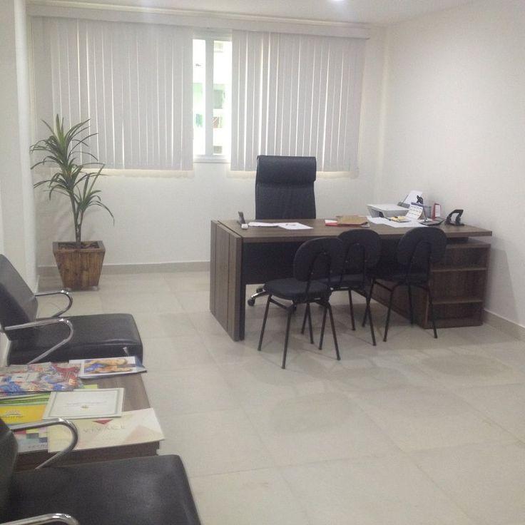 Aluga-se sala comercial em Vila Velha. Ed. Villaggio Itaparica, 30m2, 01 vaga de garagem. Aluguel: R$ 500,00, Condomínio: R$ 200,00.