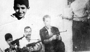 De g. à dr. : P'tit Omar,Yacef Saadi, Ali la Pointe et Hassiba Ben Bouali debout