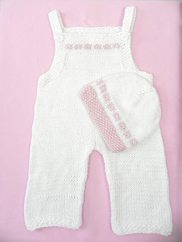 Natur Pur für empfindliche Babyhaut  Handgestrickte Babylatzhose mit passendem Mützchen aus 100 % Bio-Baumwolle, temperaturausgleichend und pflegeleicht.    - 100 % Organic Cotton - ökologisch...