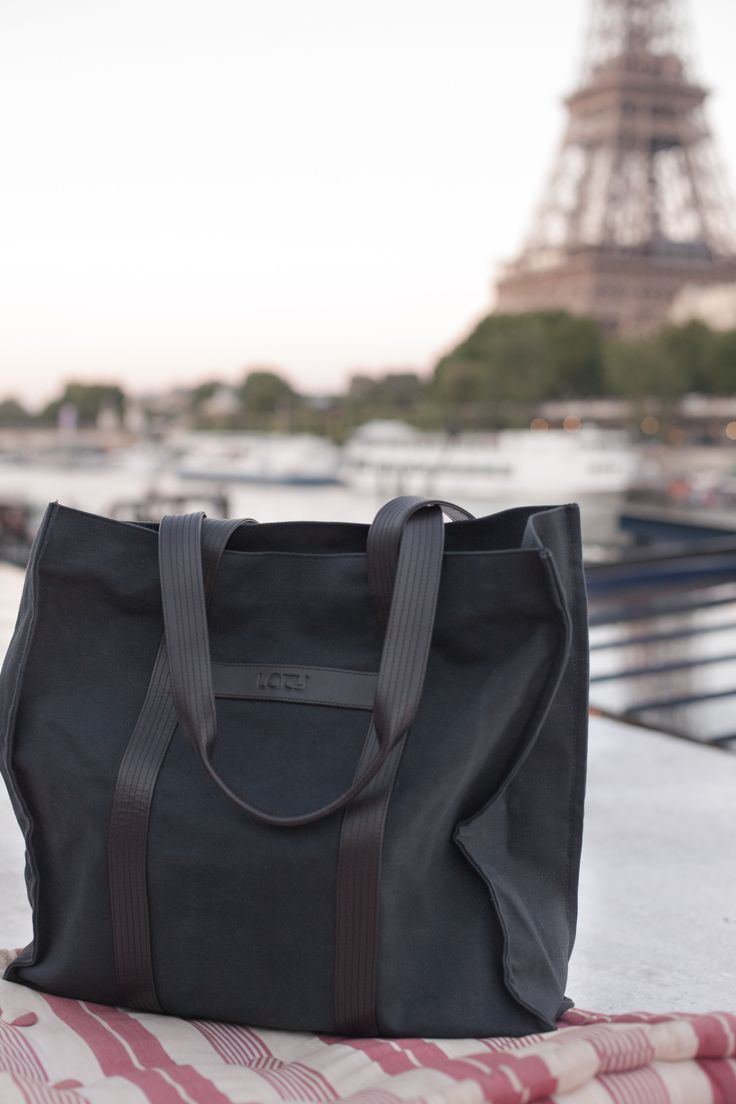 Bo Tote. LATY is a yoga and travel inspired brand made in Paris. All our products are made from high-quality fabrics, organic, eco-friendly. Elegant & Sturdy Bo tote bag perfect to carry your yoga mat and/or for shopping  Available online in different colors online #yogabag #yogapracticebag #yogamatbag #carryyogamat #urbanbag #canvasbag #totebag #botote