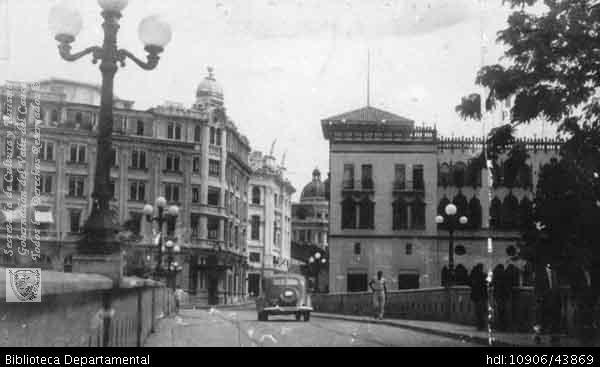 Biblioteca Departamental Jorge Garcés Borrero y COPIA CITCE - UNIVALLE. OTRO, Imagen Nostálgica del Puente Ortiz, antes de su remodelación. Cali 1940.