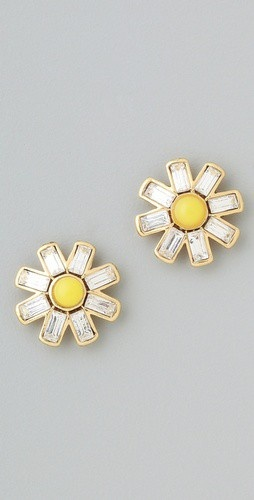 daisy daisy daisy: Gifts Cards, Daisies Earrings, Daisy Daisy, Daisies Daisies, Couture Daisies, Daisies Studs, Smokey Eye, Couture Earrings, Graduation Parties