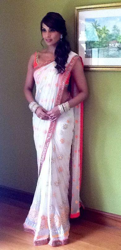 Bipasha Basu in a beautiful Binal Shah #Saree