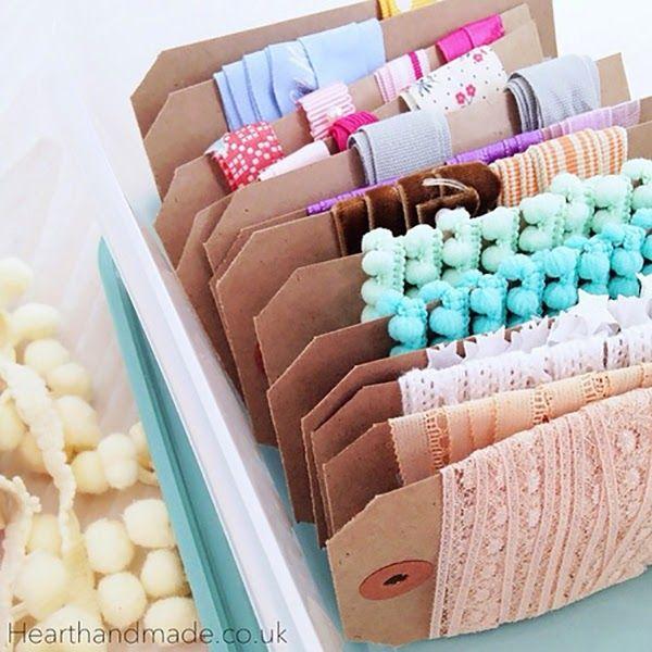 Organiser mes rubans et garnitures dans les boîtes à lunch et les tupperware Cath Kidston - Stockage en tissu et en ruban qui convient à une salle d'artisanat ou à une couture.  24 Idées de stockage incroyables que vous freakin 'Love!