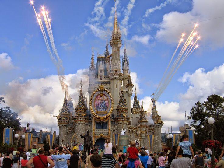 Google+Hamupipőke kastély, Magic Kingdom, Disney, Lake Buena Vista, Florida.