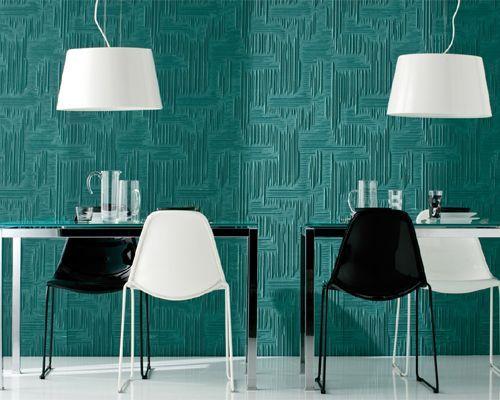 Sedia Day Dream nella versione con telaio in tubo d'acciaio e con seduta in policarbonato. Sedia impilabile, adatta per ambienti esterni o interni.