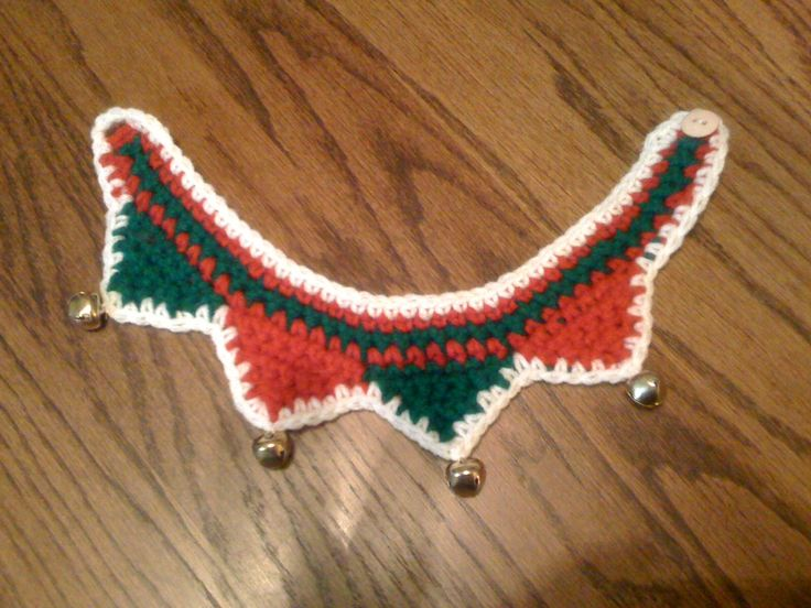 Christmas Crochet Dog Collar.  I used the pattern from Posh Pooch Designs' website and made some modifications.  Thanks Posh Pooch Designs!