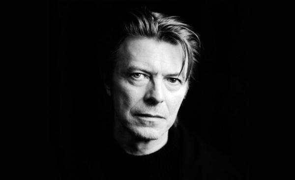 """Τα τελευταία πέντε χρόνια της ζωής του David Bowie θα εξετάζει το νέο ντοκιμαντέρ του BBC που θα κάνει πρεμιέρα τον Ιανουάριο του 2017, στην πρώτη επέτειο θανάτου του σπουδαίου μουσικού.  Το ντοκιμαντέρ ονομάζεται """"David Bowie: The Last 5 Years"""" και επικεντρώνεται στα τελευταία δυο άλμπουμ """"The Next Day"""" και """"Blackstar"""" καθώς και στο μιούζικαλ """"Lazarus""""."""