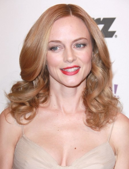 Heather Grahams glamorous, wavy hairstyle