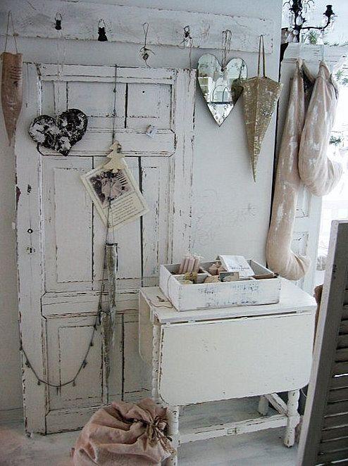 Shabby Chic Garderobe in weiß. Perfekt für alle Shabby-Liebhaber