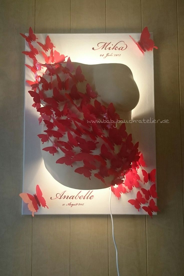 Schmetterlinge fliegen über Babybauch Gipsabdruck inkl. Lampe  www.babybauch-atelier.de