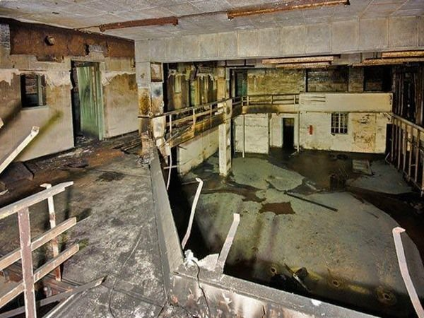 Barnton Quarry Nuclear Bunker - Long abandoned underground complex to keep royals safe from the nuclear war that never came