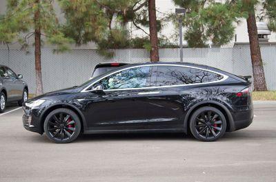 2016-Tesla-Model-X-profile