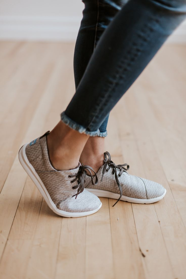 The Del Reys take the sneaker in a different direction. Featuring grey diamond mélange upper and a lightweight sole, they're the perfect go-to sneaker for those with a distinct sense of style. - Grey