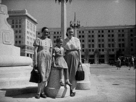 Spacerkiem po MDM/ Warszawa 1952  #warszawa #warsaw #poland #stolica #mdm #PlacKonstytucji #śródmieście #ludzie #warszawiacy #architektura