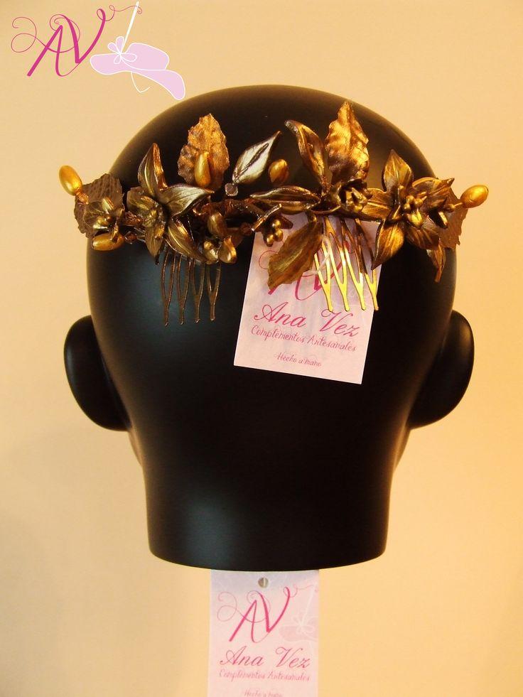 Tocado en porcelana fria. Cada pieza realizada a mano. En oro, cobre y bronce pieza exclusiva.