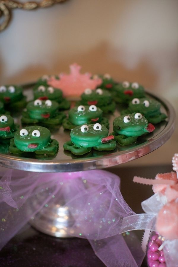 "Oreo ""Frog Prince"" desserts!  Too cute!"