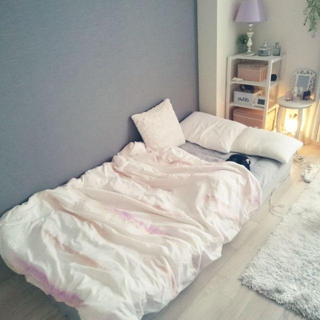 mikansanさんの、ベッド周り,無印良品,照明,無印,アクセントクロス,白,一人暮らし,Francfranc,狭い部屋,1K,賃貸,カインズ,グレー,白黒グレー,のお部屋写真
